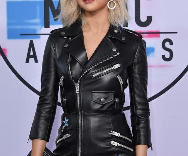 È nato un nuovo colore di capelli: il Nirvana Blonde di Selena Gomez